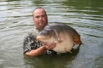 Les Webster with his fine 62lb - Millstone Pool at Mirror Pool Fisheries, France
